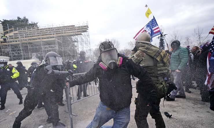 """الربيع الأمريكي.. """"قلق"""".. ونشطاء عن اقتحام الكونجرس: التفرد بالقرار يسقط الديمقراطية"""