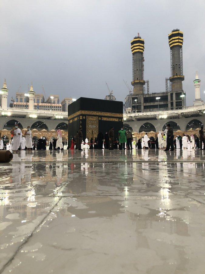 مكة الآن.. الأمطار تضرب سماء المملكة العربية السعودية